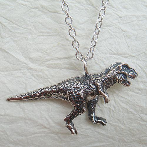 恐竜ペンダント